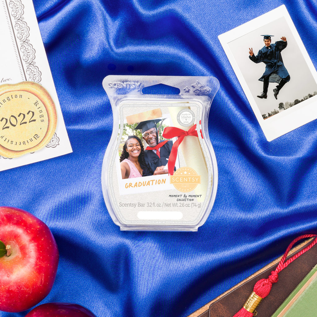 Graduation Scentsy Bar: Crisp apple adds a fresh perspective to rich sueded leather and vintage musk.