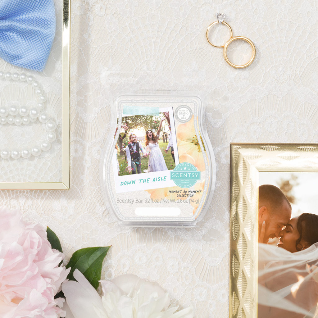 Down the Aisle Scentsy Bar Fresh dewy greens celebrate a sweet union of watery pear and peony blossoms.